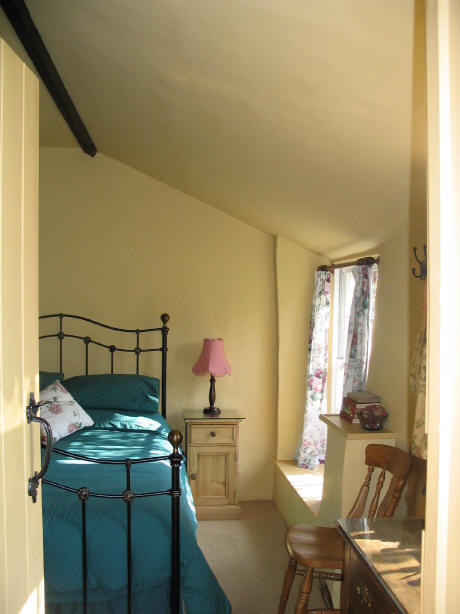 The Linhay Bedroom - Accommodation in Tiverton